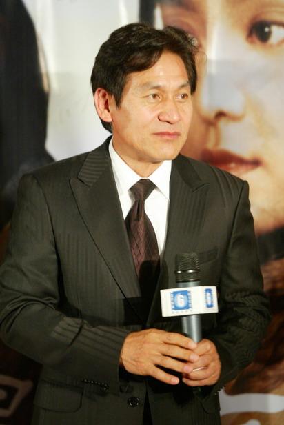图文:《墨攻》北京首映礼主演安圣基现场发言