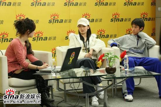 图文:秦俊杰李曼聊《黄金甲》-与主持人互动