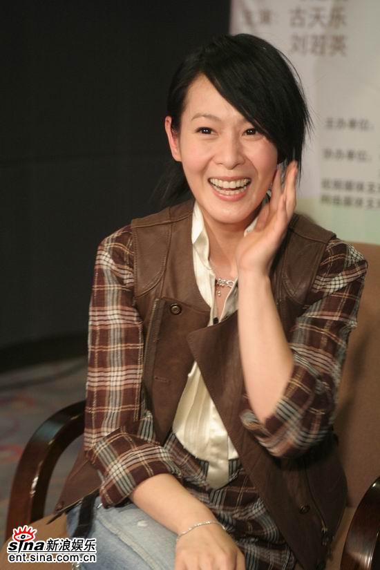 图文:《生日快乐》主创聊天--刘若英哈哈大笑