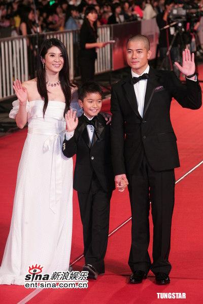 图文:金马奖红毯--《父子》主创亮相红地毯