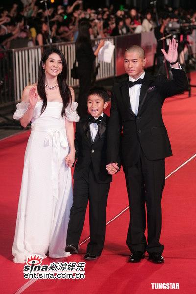 图文:金马奖红毯--《父子》一家三口