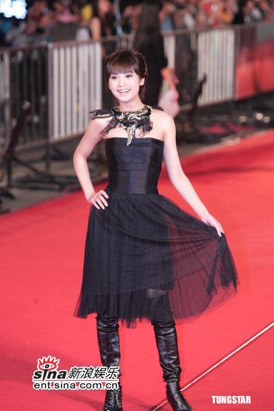 图文:金马奖红毯--杨丞琳可爱亮相红地毯