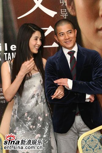 图文:《父子》上海宣传--郭富城杨采妮亲密合影