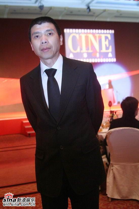 图文:亚洲电影博览会闭幕--冯小刚在台下