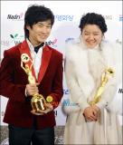 韩国青龙电影奖综述:《�r》票房与奖项的双赢