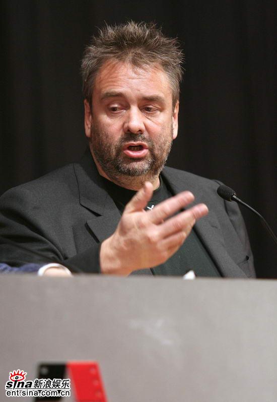 图文:吕克贝松电影学院讲座--讲话手势丰富