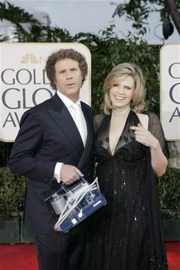 图文:男星威尔-法瑞尔与妻子亲密亮相红地毯