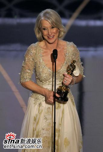 图文:海伦-米伦凭《女王》获颁最佳女主角奖