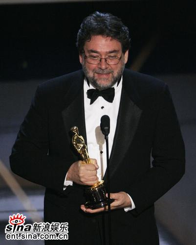 图文:《潘神的迷宫》获最佳摄影奖吉勒莫喜悦