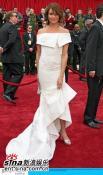 组图:卡梅隆-迪亚兹着白色鱼尾礼服惊艳红地毯