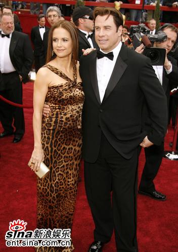 图文:凯莉-普雷斯顿与约翰-屈伏塔亮相红毯