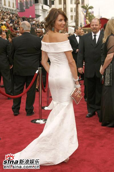 图文:卡梅隆-迪亚兹转身秀美背展性感丰臀