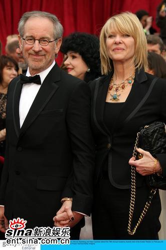 图文:斯蒂芬-斯皮尔伯格与女星凯特亮相红毯