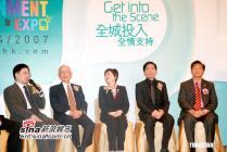 组图:梁朝伟出席香港影视娱乐博览避谈郭台铭