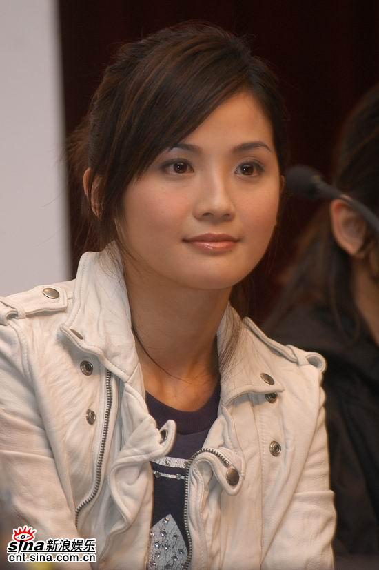 图文:《灌篮》上海开机--甜美蔡卓妍