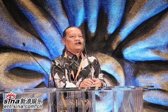 图文:最佳原创音乐拉夏雨-苏朋加发表获奖感言