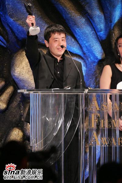 图文:贾樟柯凭借《三峡好人》获最佳导演奖