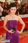 组图:范冰冰亮相亚洲电影奖紫色晚装美丽大方