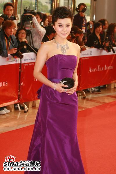 图文:范冰冰亮相亚洲电影大奖--美丽大方