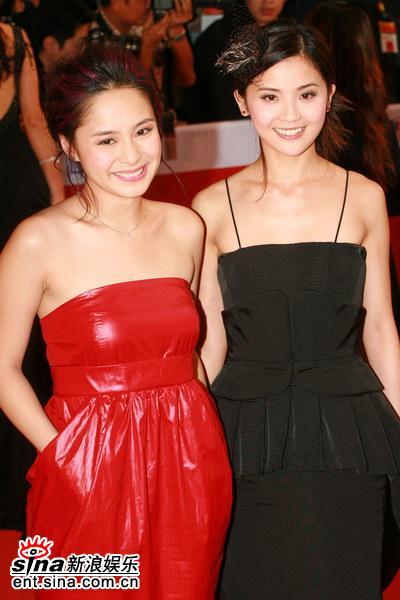 图文:Twins亮相亚洲电影大奖--美丽双娇