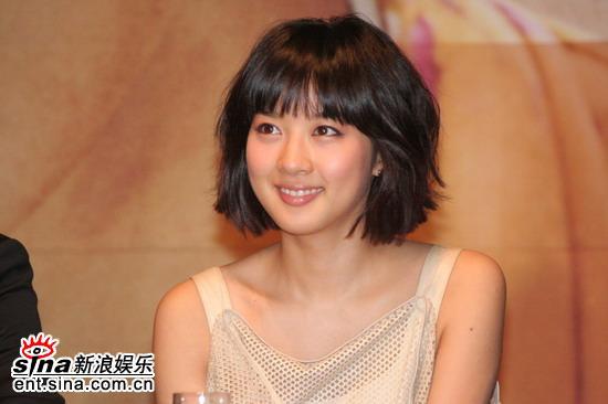 组图:《野蛮女老师2》发布会李清儿甜美亮相