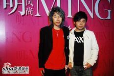 组图:《明明》上海首映周迅黑色吊带斜露香肩