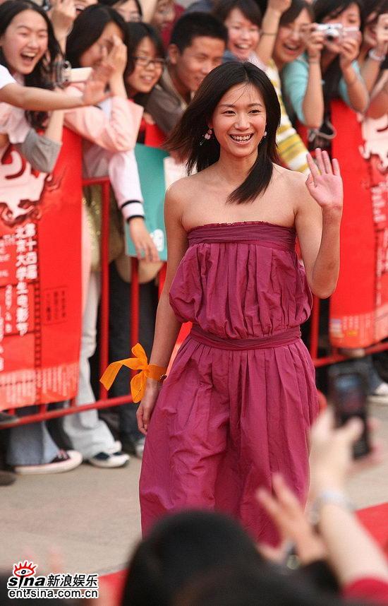 图文:大学生电影节红地毯--徐静蕾