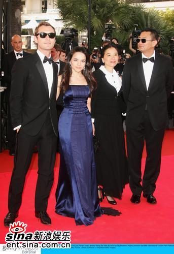 图文:戛纳开幕王家卫夫妇和《蓝莓之夜》主演