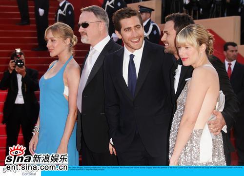 图文:《十二宫》盛大首映--主创红毯合影