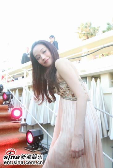 """图文:戛纳""""香港之夜""""--舒淇回首微笑"""