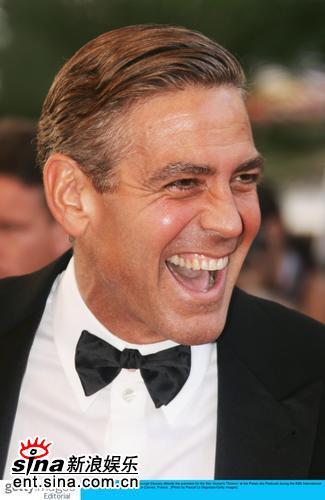 图文:《十三罗汉》首映--克鲁尼笑容豪爽