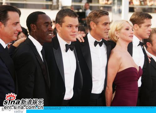 图文:《十三罗汉》首映--影片主演合影