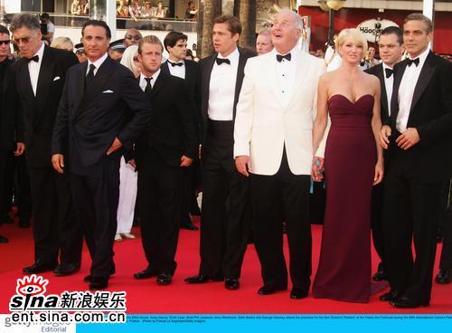图文:《十三罗汉》首映--众主演一起亮相