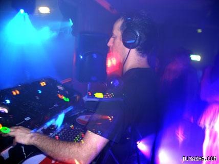 资料图片:英国著名DJSasha现场演出图片(2)