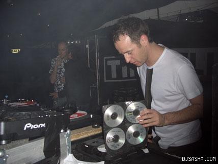 资料图片:英国著名DJSasha现场演出图片(3)