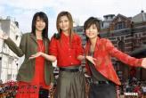 组图:人气组合SHE一身红衣亮相ENCORE签唱会
