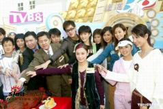 组图:Twins郑希怡等出席TVB8金曲奖拜神仪式