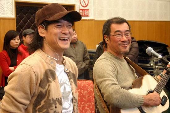 图文:周李二人转演唱会彩排现场陪观众过年(3)