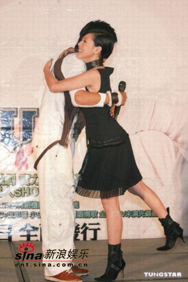 组图:罗志祥新专辑发布会跳热舞小S前往道贺