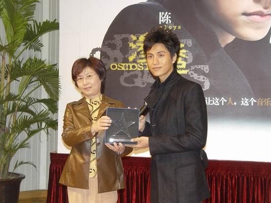组图:陈坤首张个人专辑《渗透》上海见面会