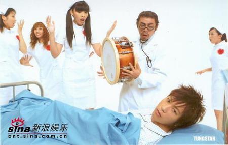组图:五月天搞笑MV自创舞蹈合力上演疯狂医院