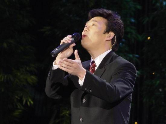 费玉清2004上海演唱会情深款款登场(组图)