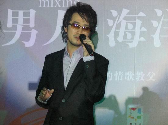 图文:周传雄新专辑《男人・海洋》北京启航(5)