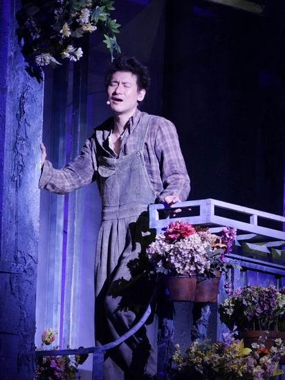 图文:张学友《雪狼湖》首演观众泪洒平安夜(2)