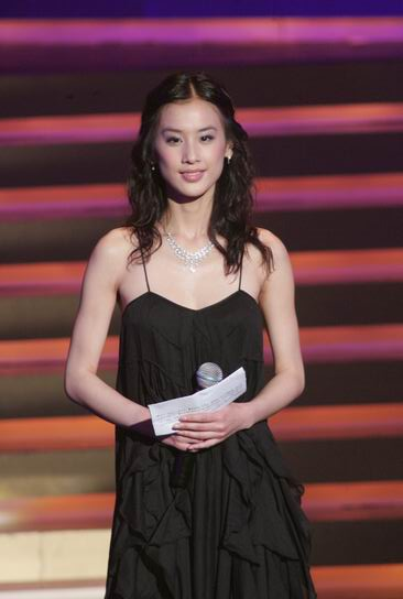 香港金像奖众星着装逐个点评:柏芝千�米畛霾�