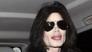 迈克尔-杰克逊抵达伦敦 假鼻头怪异高翘
