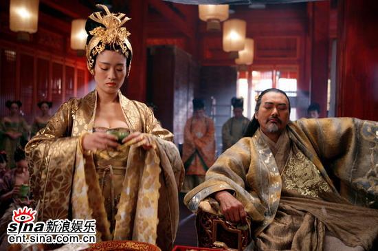 张艺谋《黄金甲》为巩俐十年圆了王后梦(图)