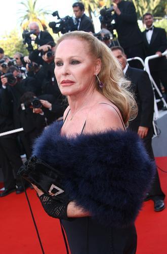 组图:戛纳电影节闭幕式女星红地毯暴露手册