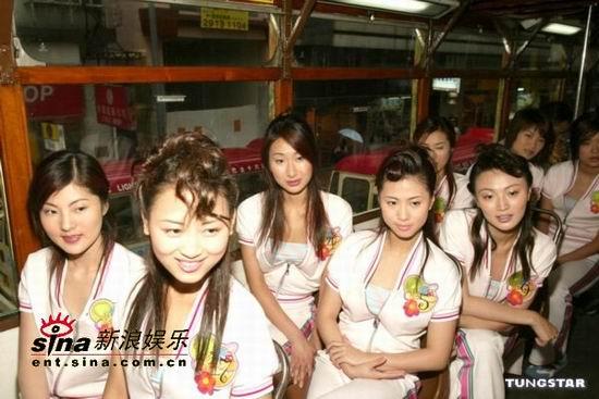 图文:候选佳丽应港姐张玛莉邀请游电车河(20)