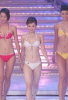 组图:新晋亚姐吕晶晶决赛现场精彩泳装秀